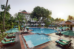 Anantara_Riverside_Pool.jpg